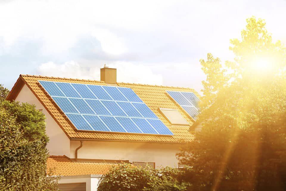 Photovoltaikanlage bei Sonnenschein